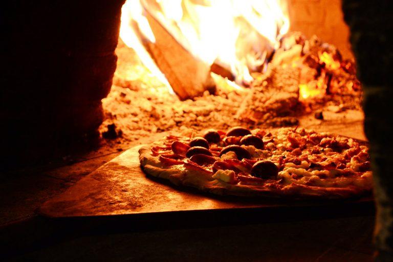 Niezawodny piec gwarancją pysznej pizzy